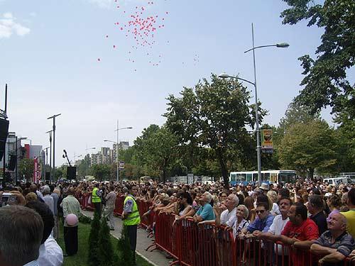 Merkator Novi Sad, guzva i baloni